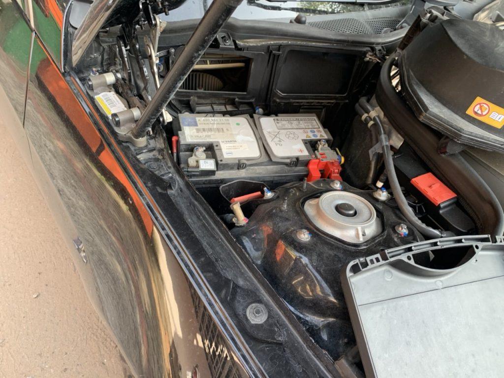 Thay bình ắc quy xe Mercedes E250