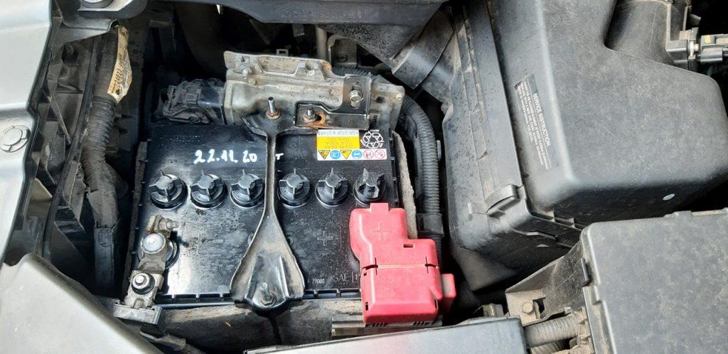 Thay bình ắc quy xe Nissan Infiniti QX60