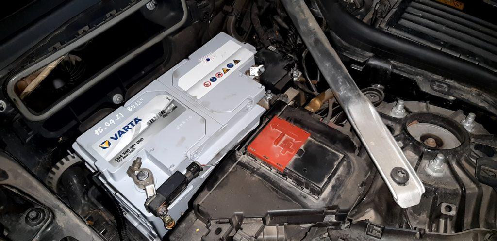 Gắn bình ắc quy Varta Din 80 cho xe Mercedes E300
